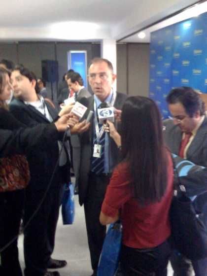 Santiago Fernández de Lis, Director del Dpto. Internacional de Afi, atiende a los medios tras la rueda de prensa